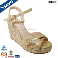SEAVO 2016 wholesale cheap fashion new design golden PU woman sandals