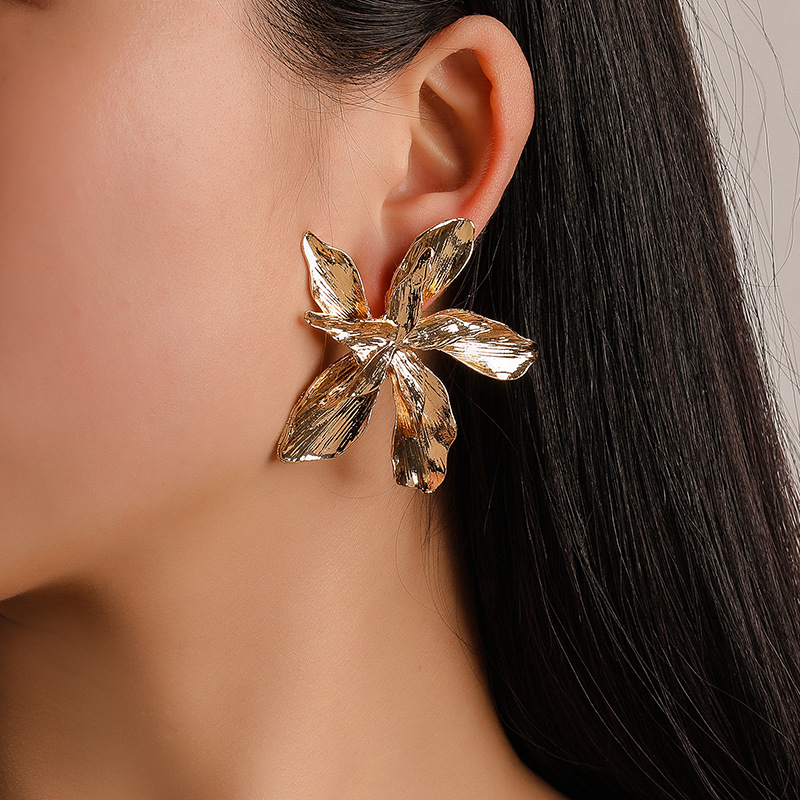 Free sample Fashion <strong>gold</strong> metal <strong>flower</strong> stud <strong>earrings</strong> big