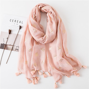 Wholesale 2018 hot sale solid cotton hijab fashion spring summer hot stamping animal bird tassel readymade hijabs