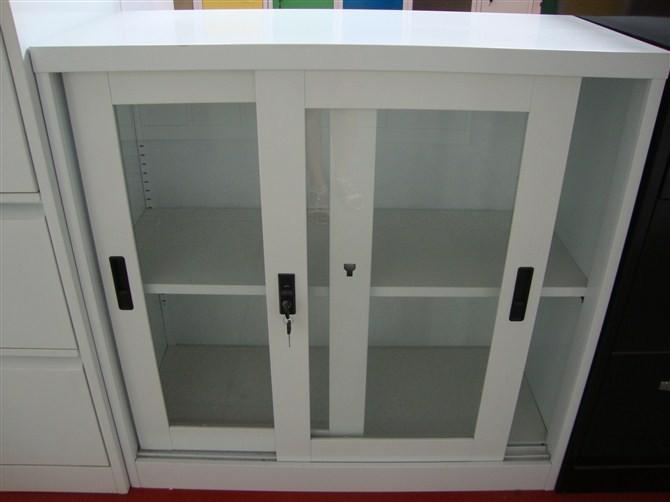 Puertas de ba o en cristal puerto rico for Muebles de cocina con puertas de cristal