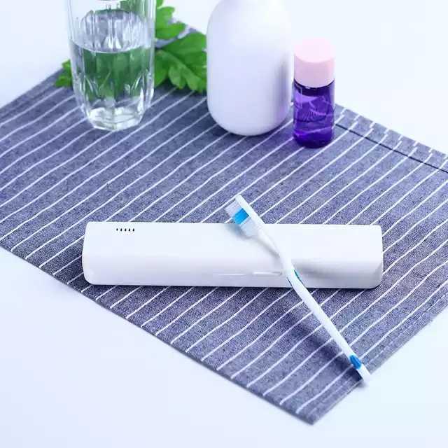 Ein Knopf auf der elektrischen Zahnbürste Vollautomatische wiederaufladbare elektrische Zahnbürste Ultraschall 360 Grad intelligent