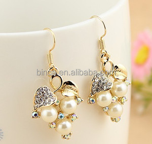 Fashion Rinestones Pearl Earrings 18K gold stud Earrings MOQ 12pairs Have stocks EA280