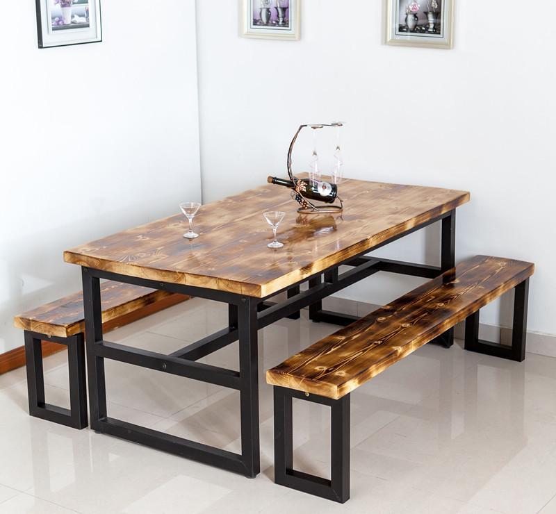 O combinação pequena sala de jantar mesa de madeira maciça ...