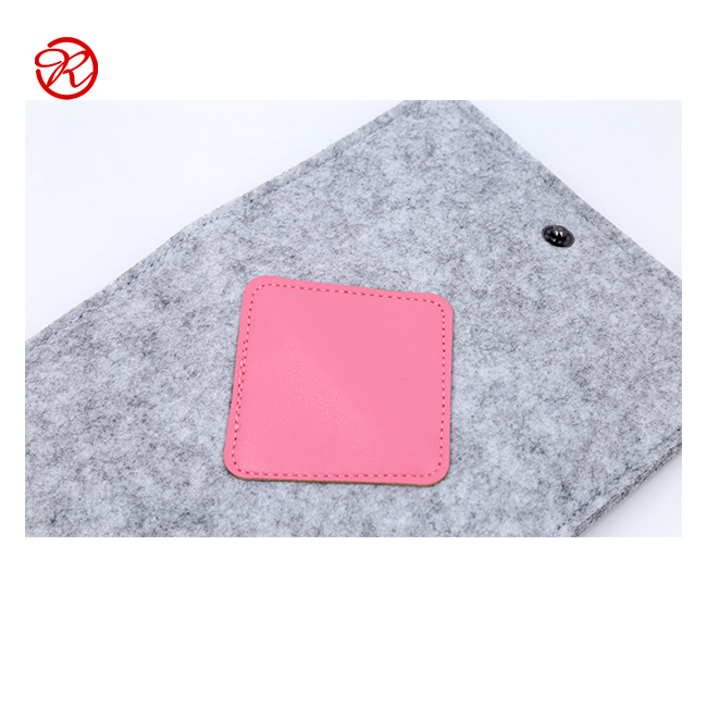 Portable Light grey felt passport holder with pink leather