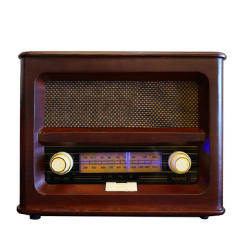 Vintage bluetooth radio in legno
