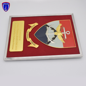High quality custom wood shield souvenir trophy plaque gold plated metal plaque with wooden shield for decoration