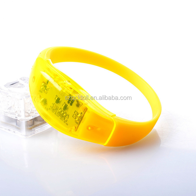 Bulk Custom Bracelets with LED Flashing Fast Delivery for Wedding Favor Party Items Event Concert Music Festival Giveaways