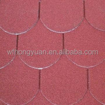 Tejas asf lticas de escamas de pescado rojo cubiertas de - Caucho para tejados ...