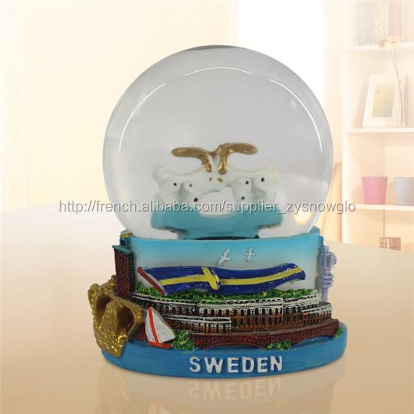 souvenir de touriste boule de neige en verre souvenirs id. Black Bedroom Furniture Sets. Home Design Ideas