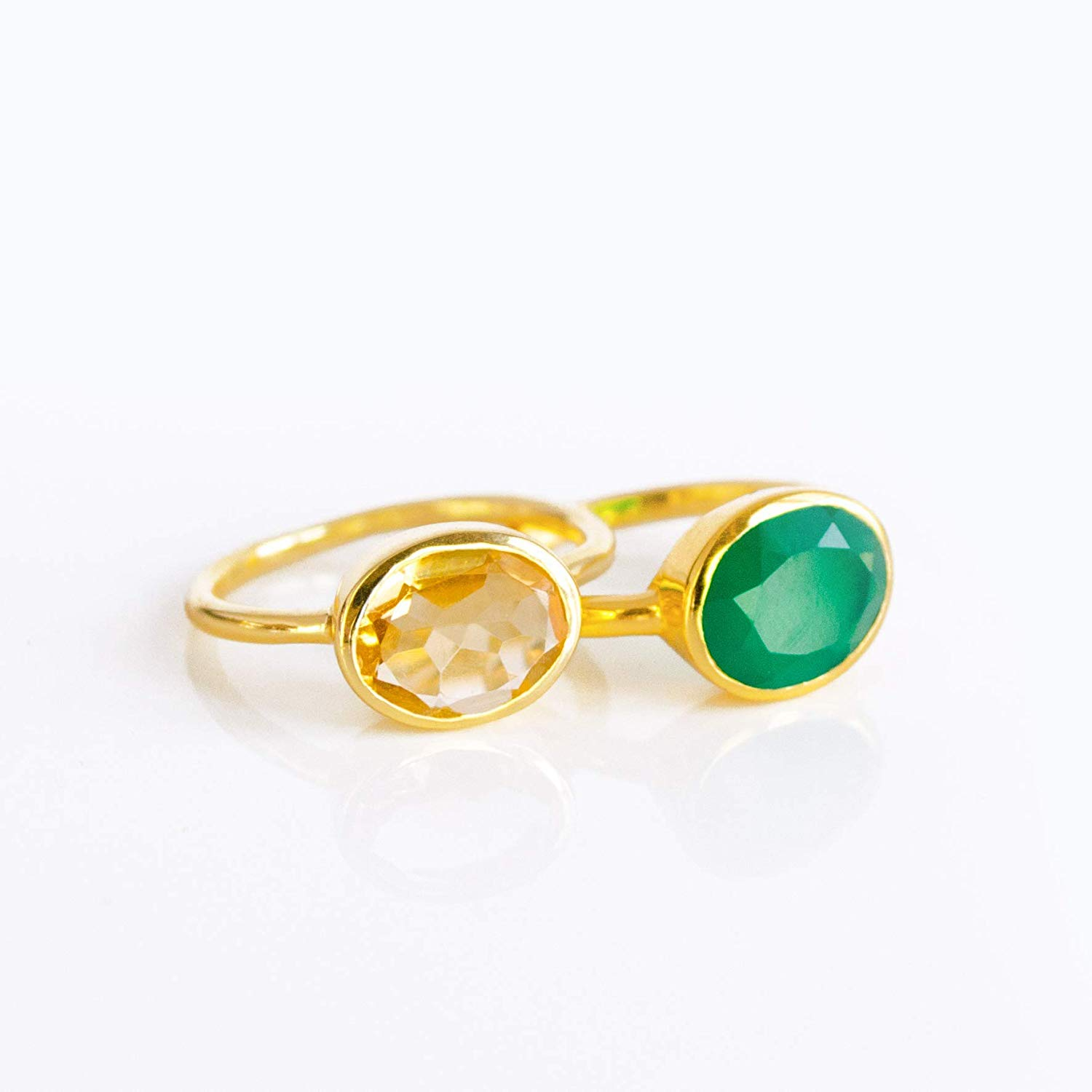 Nathis Lovely drop shaped ring with a green onyx gemstone