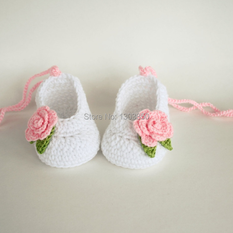 218c602e2d99f crochet baby shoes baby girl booties crochet flower baby shoes ...