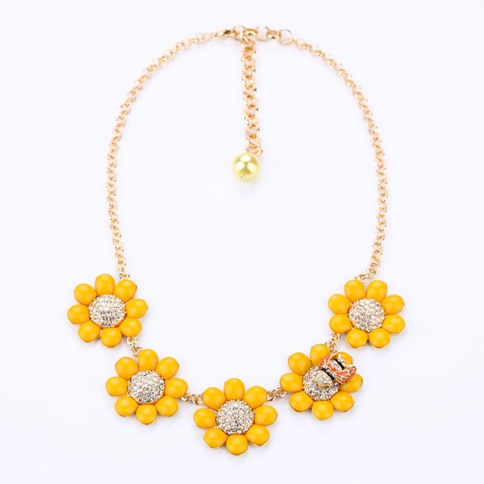 xl00231 Yellow Epoxy Resin Flower Bee Charm Statement Neckalce For Girl Friend
