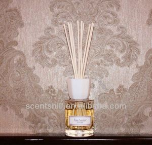 Name Brand decorative luxury reed diffuser with gift box and rattan sticks