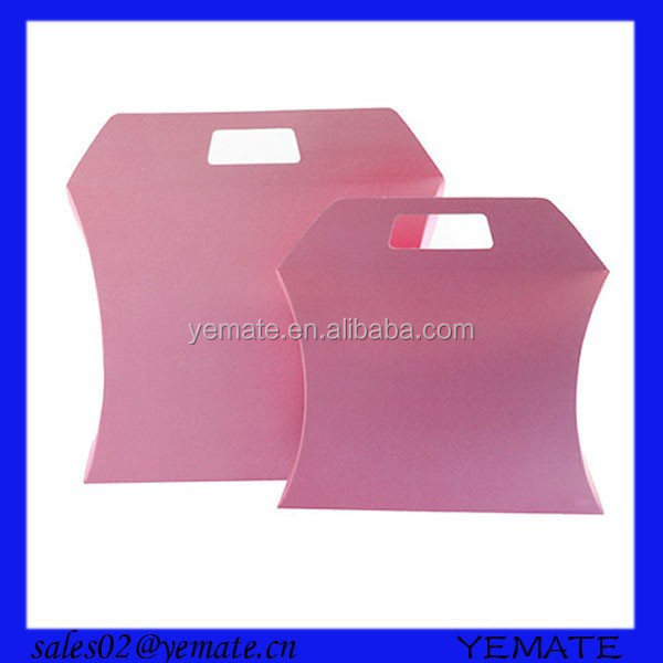 2015 hot selling pink window paper packaging pillow box with handle