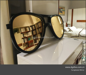 Looking Good Sunglasses Wall Mounted Mirror
