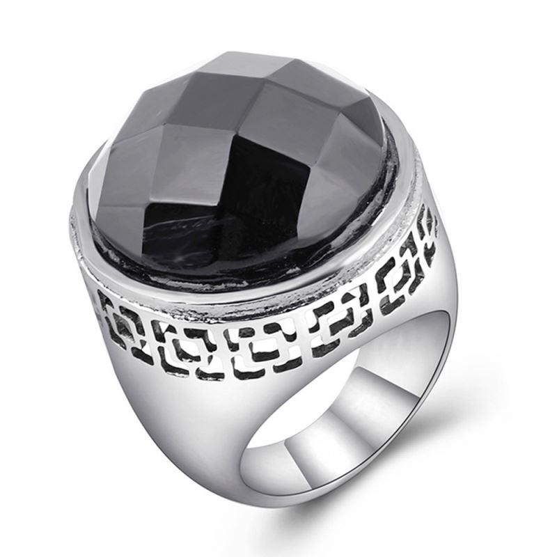 Если во сне серебряное кольцо пришлось впору, то в реальной жизни вас ждет удачный период, благополучие и достаток.