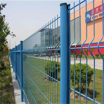 Green square pvc coated wavy wire mesh fence