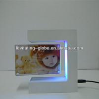 Beautiful E shape baby photo frame, magnetic floating picture photo frame, Christmas decoration photo frame