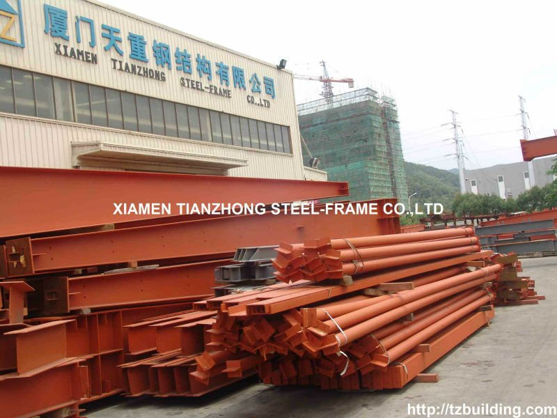 Steel Structure Metal Warehouse With Cladding And Rolloer