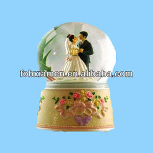 Polyresin Dancing Wedding Favor Water Globe