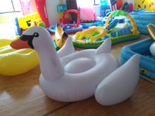 2016 Factory Hot-selling PVC Inflatable Swan Floating