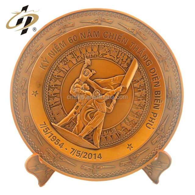 Free sample custom metal logo art brass engraved victory day return gifts souvenir plate
