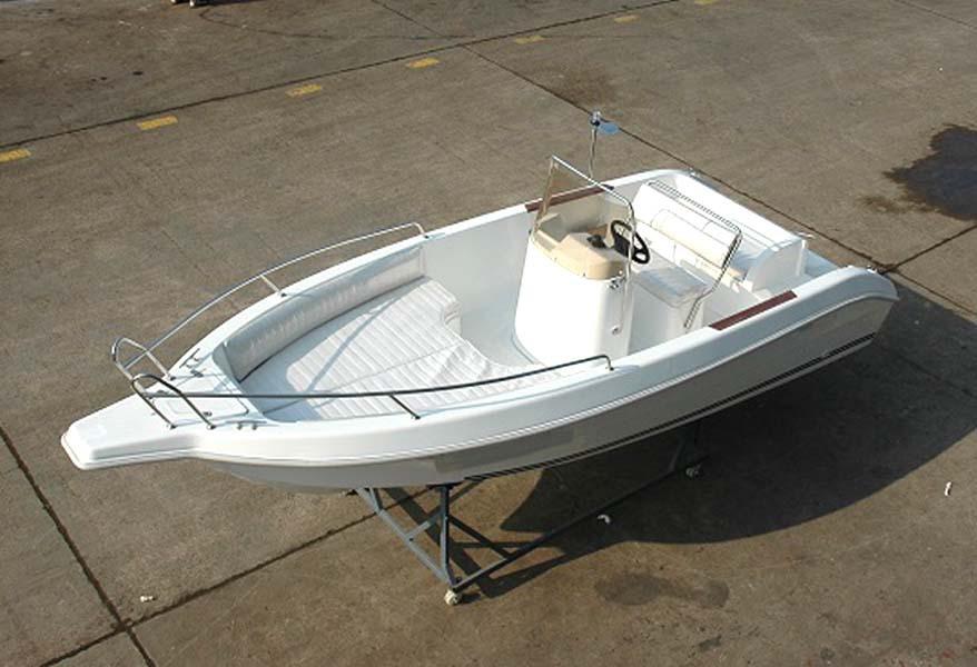 هياكل القوارب 5 5m الألياف الزجاجية مفتوحة للبيع يخت معرف