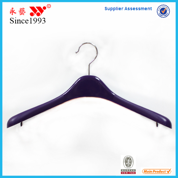 Black luxury suit hangers with trousers bar cabide