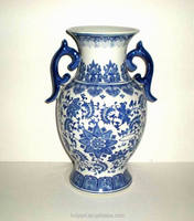 Old design painted porcelain chinese vase blue and white