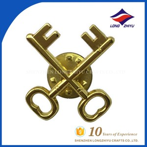 High quality souvenir metal cross key badges for clothing
