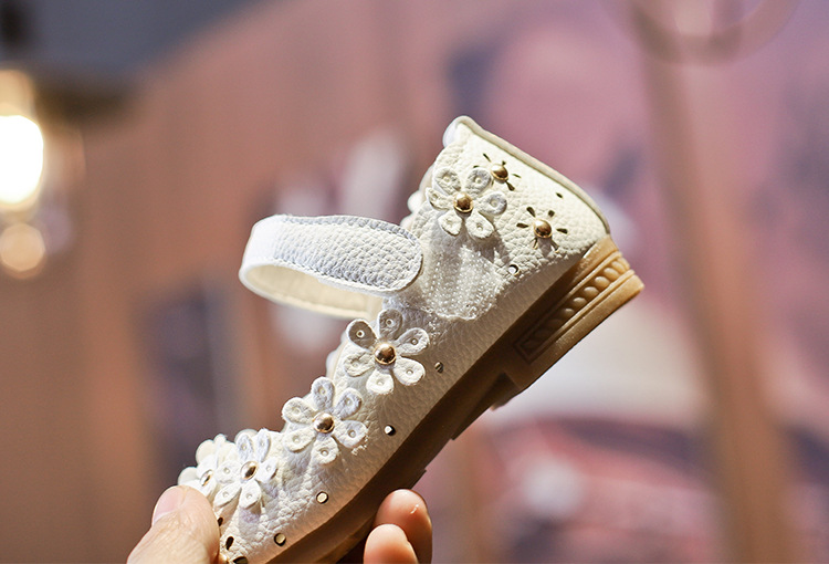 Hot girls princess shoes hollow soft bottom baby flower shoes wholesale