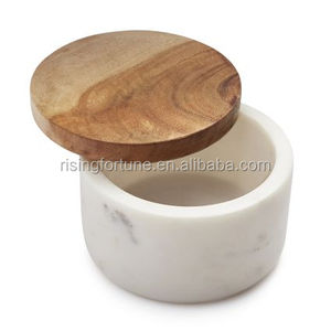 Salt and pepper cellar with wood lids