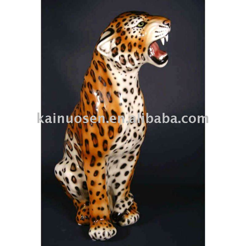 Lively ceramic leopard figurine, home decoration
