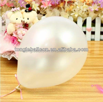 Metallic/pearlized balloon for party decoration