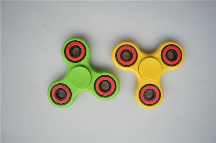 Haoqiang old factory Custom Bearing Fidget Spinner Toy magical relax the pressure ceramic fidget spinner