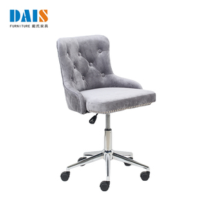 New Design Luxury For Sale Good Quality White Classic Salon Furniture Barber Chair