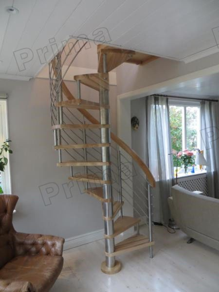 In kleine ruimte houten wenteltrap met roestvrij staal for Houten wenteltrap