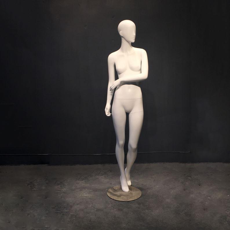 Секс женщины с сексманекеном