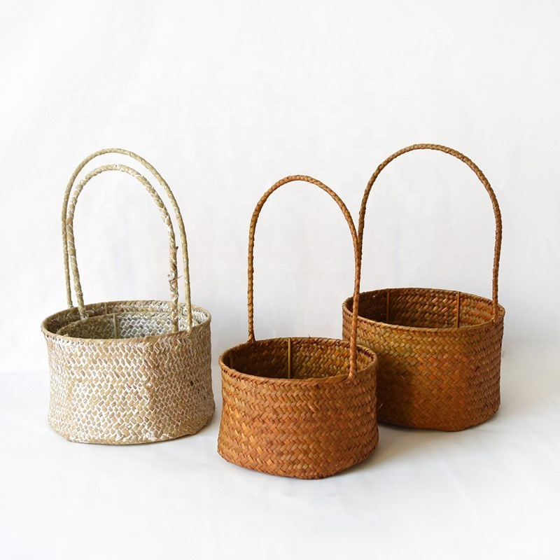 2019 trendy fashion new design seagrass flower baskets for wedding with long handle
