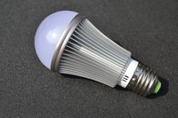 Good heat dissipation 5w e27 day night light sensor led bulb with CE RoHS 3 years warranty