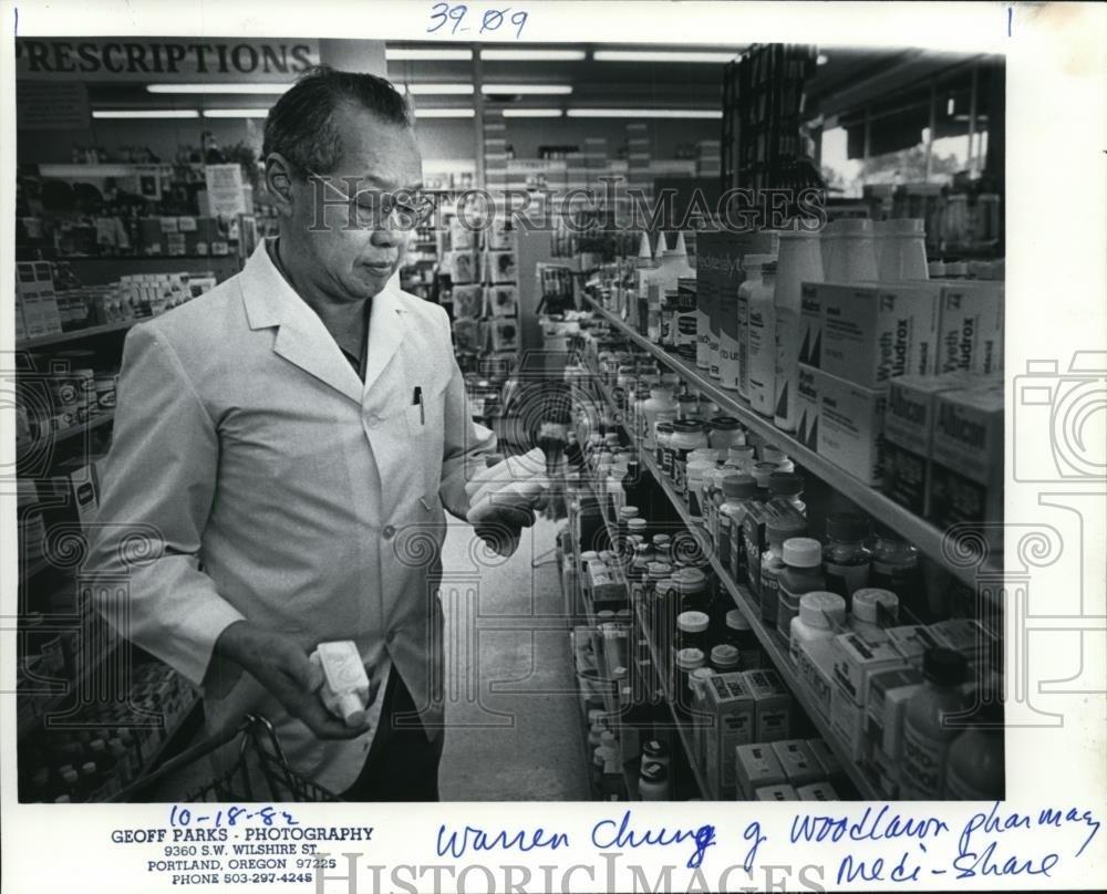 1982 Press Photo Woodlawn Pharmacy owner- - orb64993