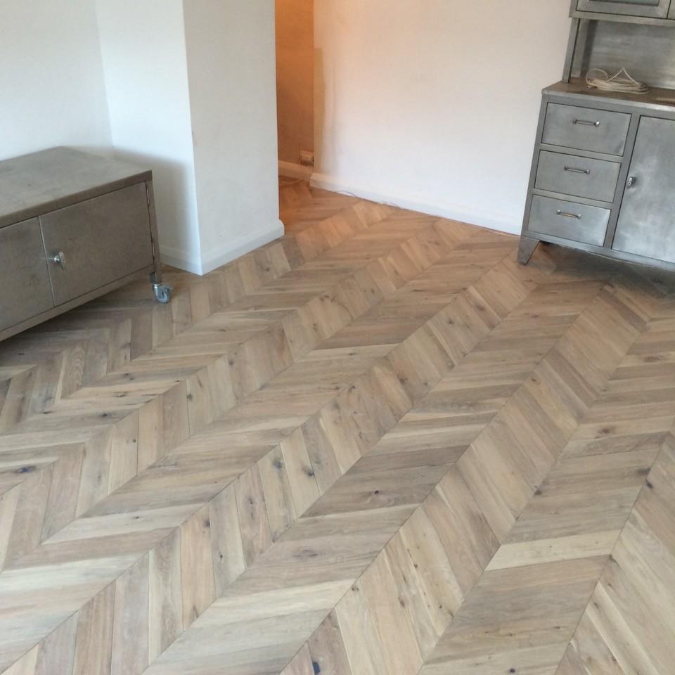 Oak Chevron Flooring Oak Chevron Flooring Suppliers And - Oak tree hardwood parquet flooring