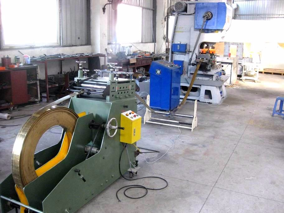 Precision 2 in 1 decoiler and straightener for punching machine