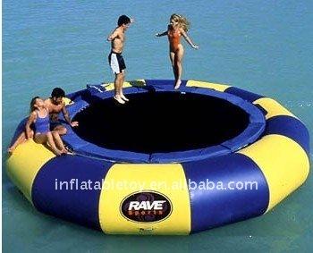 Neues aufblasbares wasser trampolin trampolin produkt id for Aufblasbares schwimmbecken angebote