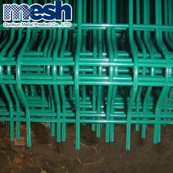 Corrosion resistance firm 3d curved hook style green vinyl coated welded wire mesh fence