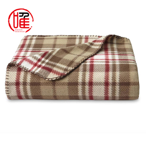 Wholesale High Quality Mink Soft Luxury Oversized Plaid Throw Weighted Low Price Polar Fleece Blanket with Embroidered Logo