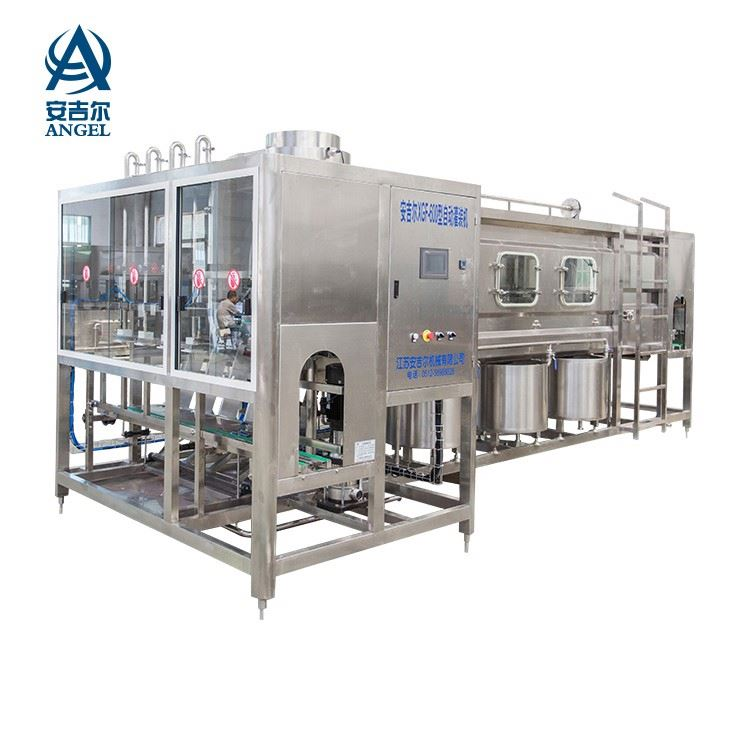 Water filling machine, filling and sealing machine