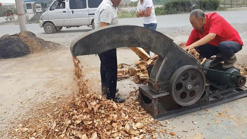 industrial wood chipper