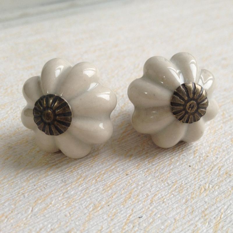 Bella grigio di zucca in ceramica maniglie e pomoli for Maniglie per mobili camera da letto