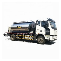 Road Maintenance Vehicle Asphalt Distributor Truck in China on Sale